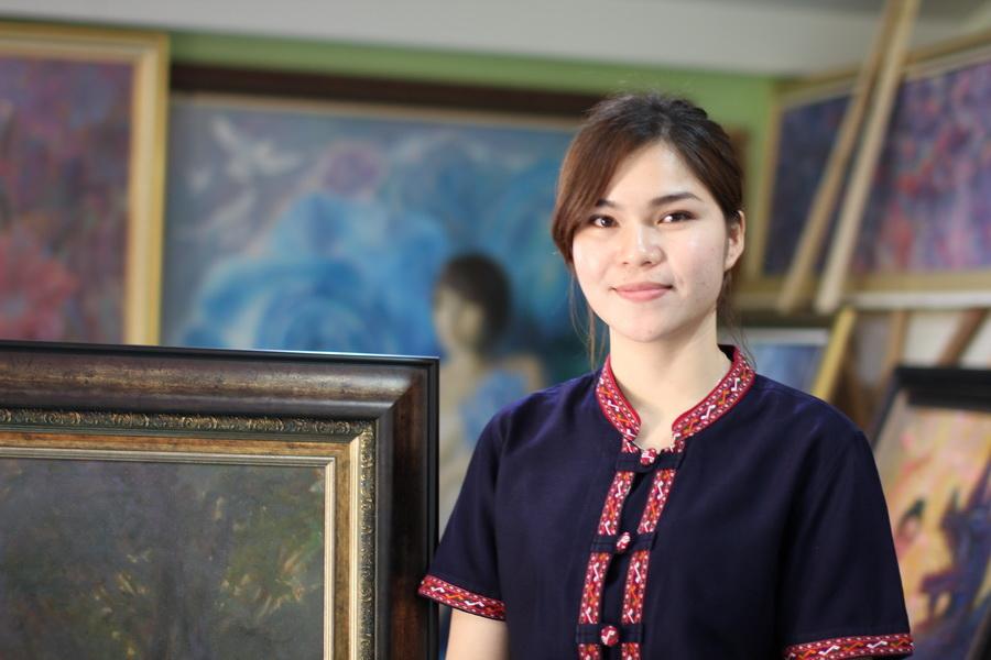 หอศิลป์จามจุรีฯเลือกสาวเมืองน้ำดำโชว์ผลงานภาพวาดสะท้อนวิถีชีวิตชาวอีสาน