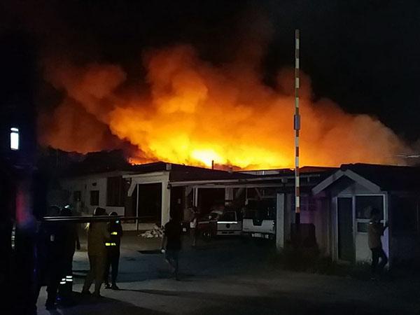 เกิดเพลิงไหม้โรงงานรีไซเคิลหนองรี โดยยังไม่ทราบสาเหตุ