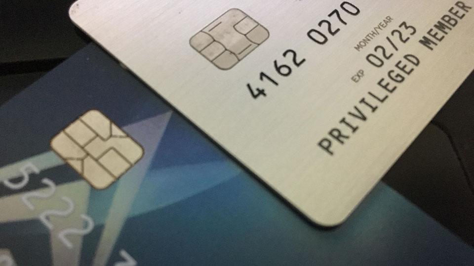 """""""บัตรเดบิตชิปการ์ดมาตรฐานกลาง"""" กับปัญหาที่ผู้ถือบัตรต้องเจอ"""