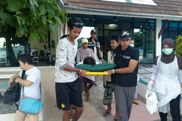 รีบจนได้เลือด! นักท่องเที่ยวจีนใจร้อนกระโดดลงทะเล ถูกใบพัดเรือฟันขาเหวะ
