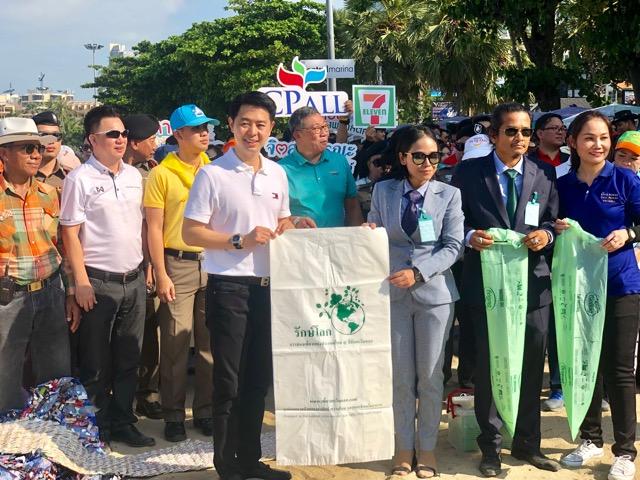 ลดโลกเลอะ@Pattaya NEO Beach สุดคึก! คนแห่ชิมขนมจีบ-บะหมี่ผสมถุงขยะกินได้