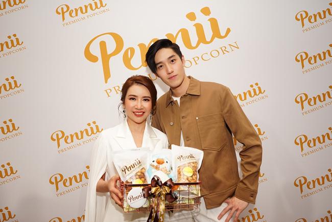 """""""ต่อ ธนภพ"""" ร่วมงานเปิดร้าน Pennii Premium Popcorn สาขาสยามพารากอน"""
