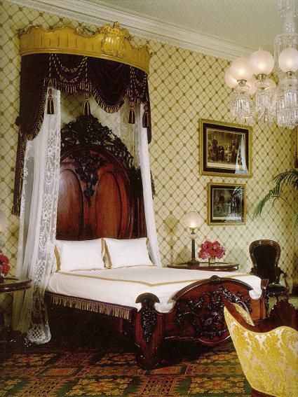 ห้องนอนลินคอห์น (Lincoln Bedroom) บริเวณชั้น 2 ของทำเนียบขาว