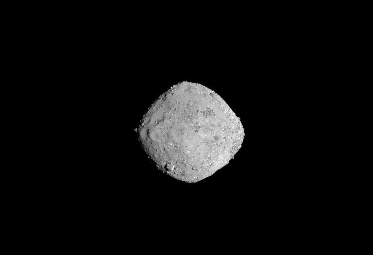 ภาพดาวเคราะห์น้อยเบนนูจากยานโอซิริส-เรกซ์ที่ระยะห่าง 136 กิโลเมตร (HO / NASA/Goddard/University of Arizona / AFP)