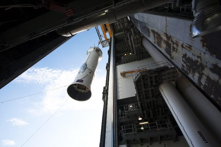 ภาพยานโอซิริส-เรกซ์บนจรวดขณะถูกปล่อยตัวเมื่อ 11 ก.ย.2016 (Kim SHIFLETT / NASA / AFP)