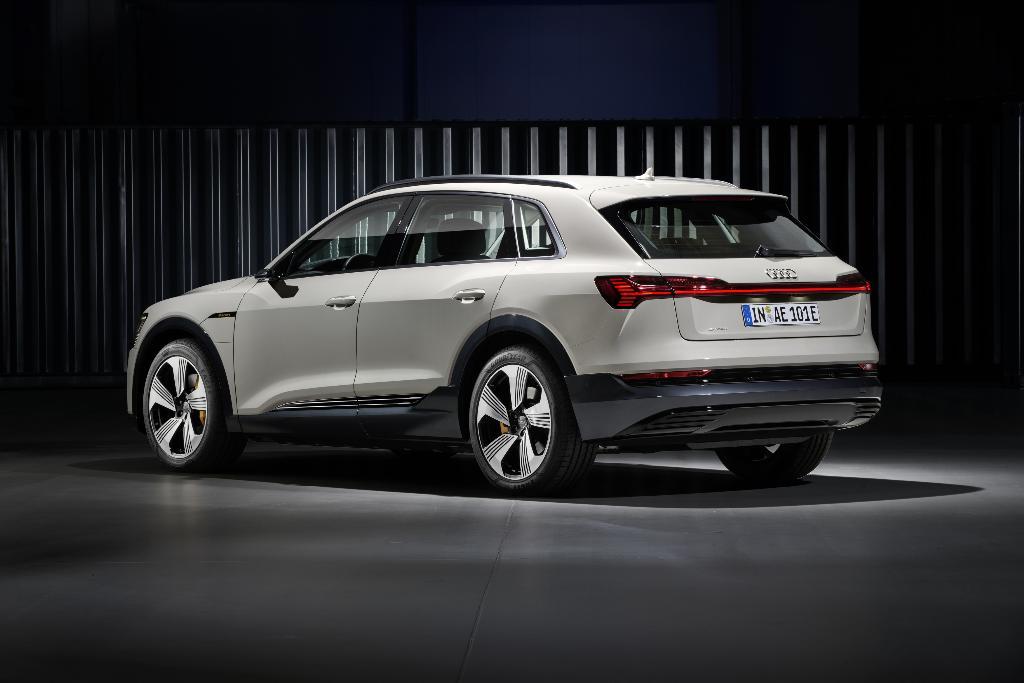 Audi e-Tron ขายในยุโรปค่าตัวเริ่ม 79,900 ยูโร หรือราว 3 ล้านบาท