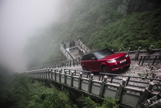 Land Rover Range Rover Sport ตะลุยไต่บันไดมังกรที่ประเทศจีน