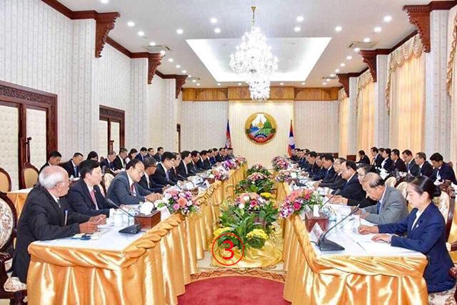 สองผู้นำได้นำคณะใหญ่ประชุมหารือข้อราชการ นำไปสู่การลงนามในบันทึกช่วยความจำ กับความตกลงความร่วมมือจำนวน 4 ฉบับ แม้จะขัดแย้งเรื่องเขตแดน แต่ก็เดินหน้าไปด้วยกันได้. Courtesy Facebook Samdech Hun Sen.