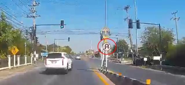 มักง่าย! ปาเจโรตีวงกลับรถในจุดห้ามกลับ ทำให้รถตู้ขับตามหลังชนเข้าเต็ม (ชมคลิป)