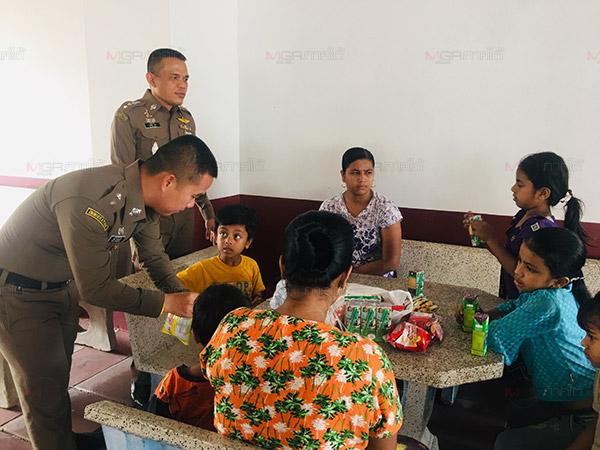 ตม.สตูลรวบชาวพม่าขนครอบครัว 10 ชีวิต ลักลอบผ่านแดนไปทำงานยังประเทศที่สาม