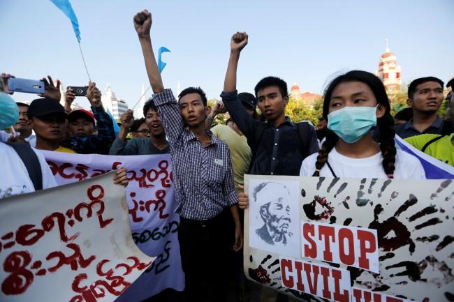 พม่าคุกนักเคลื่อนไหวประท้วงต่อต้านสงครามในรัฐกะฉิ่นอ้างดูหมิ่นทหาร