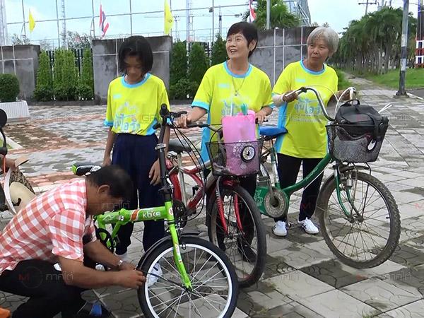 """ชาวสงขลาพาจักรยานรอร่วมปั่น """"Bike อุ่นไอรัก"""" ตั้งแต่เช้า"""