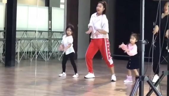 """แม่โบว์ปลื้ม """"น้องมะลิ"""" ออกสเต็ปเป๊ะเวอร์ลงเรียนเต้นคัฟเวอร์เกาหลี (คลิป)"""