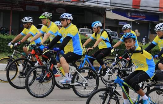 มทภ.3 นำทีม จย.แปรอักษรเฉลิมพระเกียรติ ร.๑๐ก่อนร่วมขบวนน้องทาม-ชาวพิษณุโลกปั่น Bikeอุ่นไอรัก