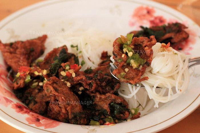 ขนมจีนทอดมัน เมนูเด็ดเมืองเพชรบุรี