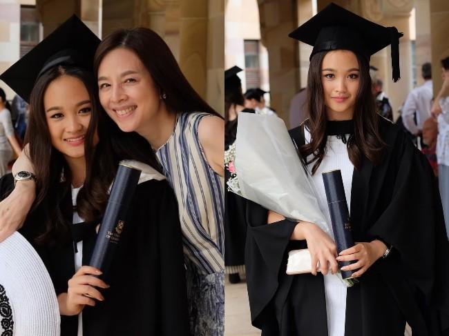 """""""มาดามแป้ง"""" อย่างปลื้ม """"น้องปราง"""" ลูกสาวคนสวยเรียนจบบินไปร่วมงานรับปริญญาที่ออสเตรเลีย"""