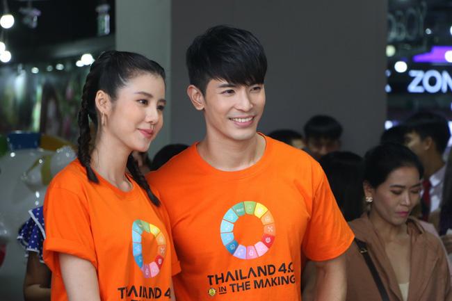 """""""สน-เอสเธอร์"""" ควงคู่!! ร่วมกันขับเคลื่อน THAILAND 4.0ฯ  โชว์งานนำไทยสู่อนาคต"""