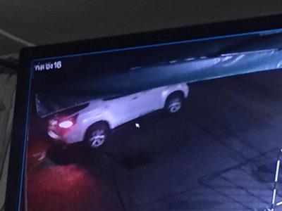 หนุ่มเจ็บใจโพสต์ทวงม้านั่งถูกคนร้ายซิ่งรถยนต์ย่องฉกไปจากหน้าร้าน-ให้โอกาสคืนก่อนแจ้งความ