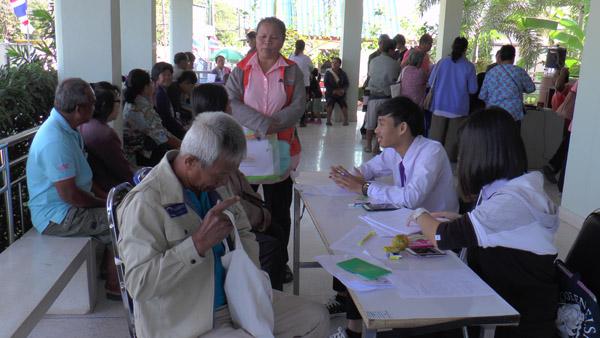 ชาวสวนยางบุรีรัมย์แห่ลงทะเบียนรับเงินไร่ละ 1,800 ผู้ไม่มีเอกสารสิทธิ์วอนรัฐทบทวนช่วยเหลือ