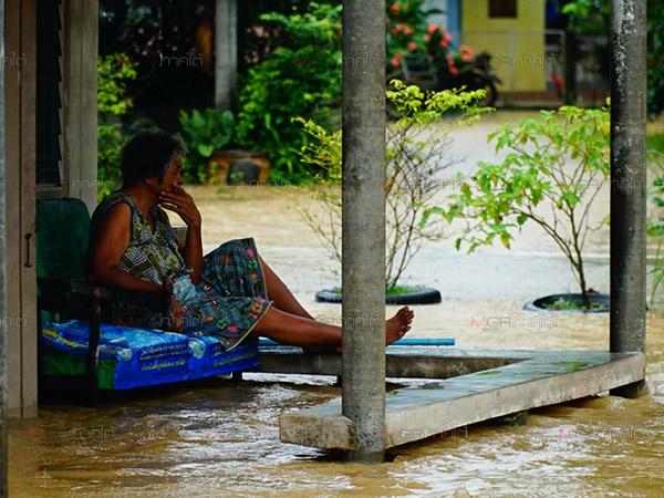 พัทลุงฝนยังตกต่อเนื่องทำน้ำท่วมขยายวงกว้าง โดเฉพาะควนขนุนได้รับผลกระทบหนักสุด