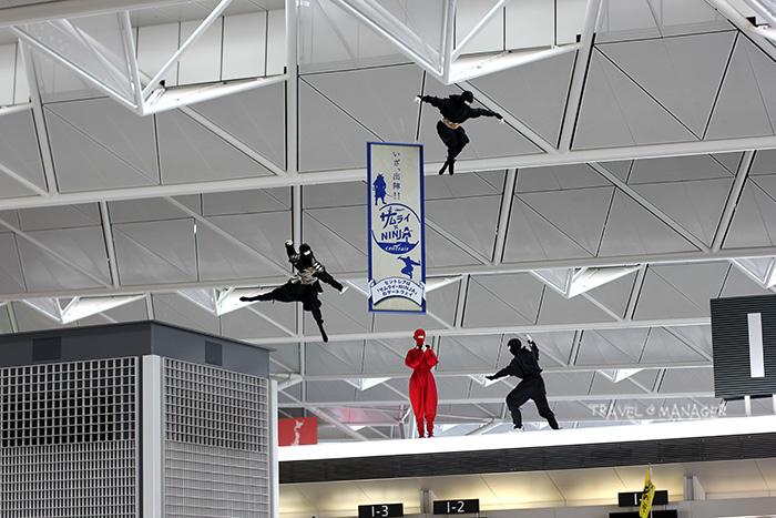 หุ่นจำลองนินจา จัดแสดงให้ชมกันที่สนามบินชูบุ เซ็๋นแทรร์