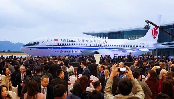 โบอิ้งส่งมอบเครื่องบิน 737 ลำแรกที่ประกอบเสร็จสมบูรณ์จากโรงงานในจีน