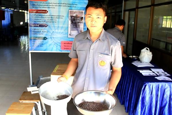 นศ.วิทยาลัยการอาชีพนายายอาม  ผลิตเครื่องคัดแยกเมล็ดพริกไทยฉบับครัวเรือน