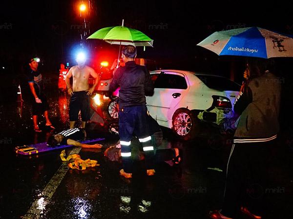 หนุ่มพัทลุงขับเก๋งเสียหลักตกในคูน้ำริมถนน เสียชีวิตพร้อมเพื่อนอีกราย