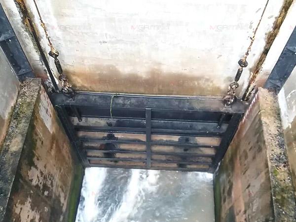 น้ำท่วมค่อนเมืองนครฯ ชาวบ้านคาใจชลประทานไม่เปิดประตูระบายน้ำจากลำน้ำท่าดี