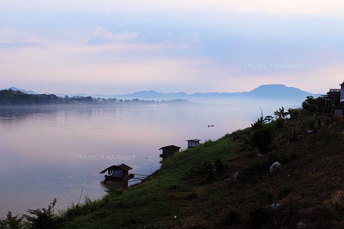 วิวแม่น้ำโขงและสายหมอกยามเช้า