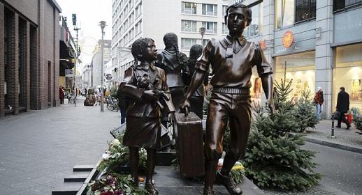 """เยอรมันยอมจ่ายชดเชยให้ """"เด็กชาวยิว"""" จำนวนมากที่ถูกจับขึ้นรถไฟ หนีภัยกองทัพนาซีสมัย WWII"""