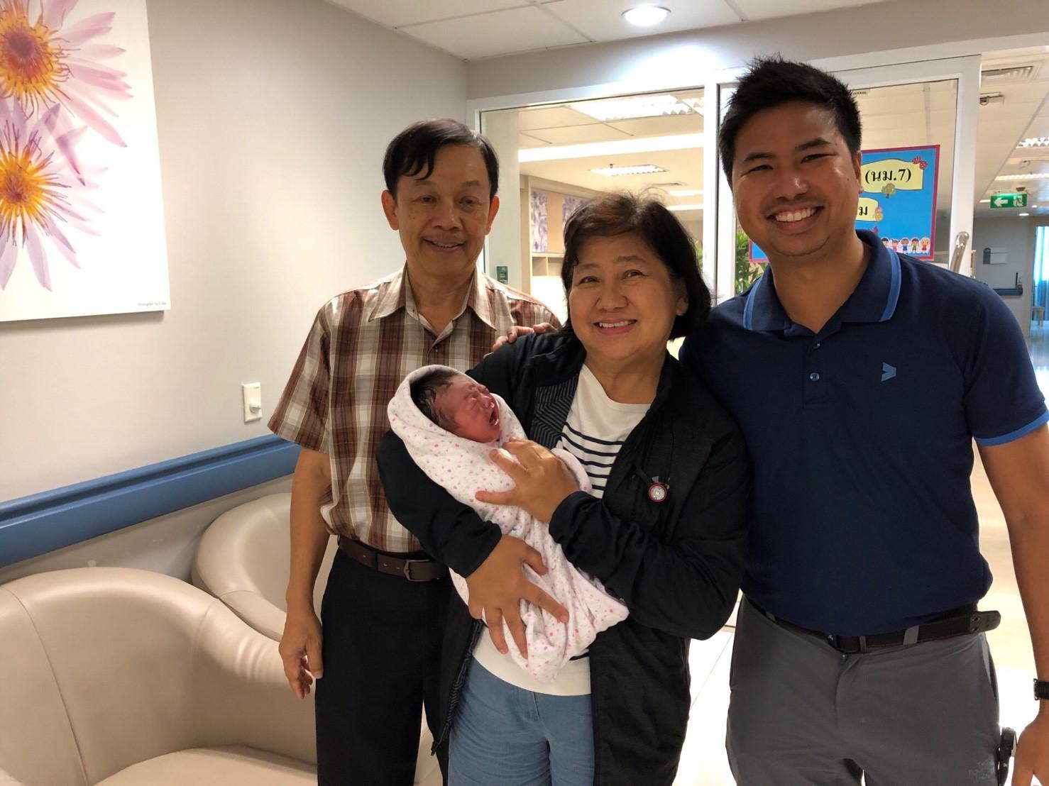 """""""เด็กหลอดแก้ว"""" คนแรกของไทย ได้ลูกชายแล้ว แข็งแรงดีทั้งแม่ลูก ล้มข้อกังวลมนุษย์พันธุ์ใหม่ ใช้ชีวิตได้ตามปกติ"""
