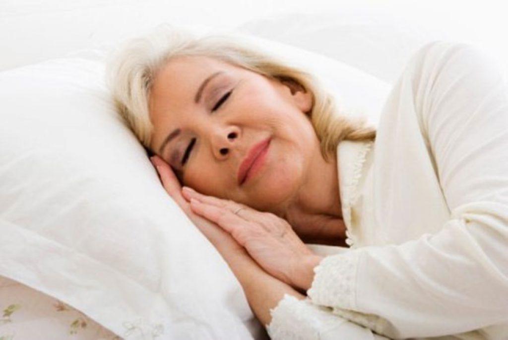 """6 เทคนิคช่วย """"ผู้สูงวัย"""" นอนหลับดีขึ้น"""