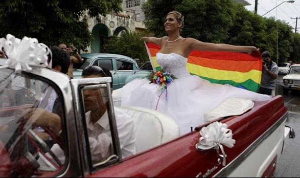 """คิวบายอมถอด """"ข้อความสนับสนุนแต่งงานเกย์"""" จากร่างรัฐธรรมนุญใหม่ หลังโดนกระแสต้านอย่างหนัก"""