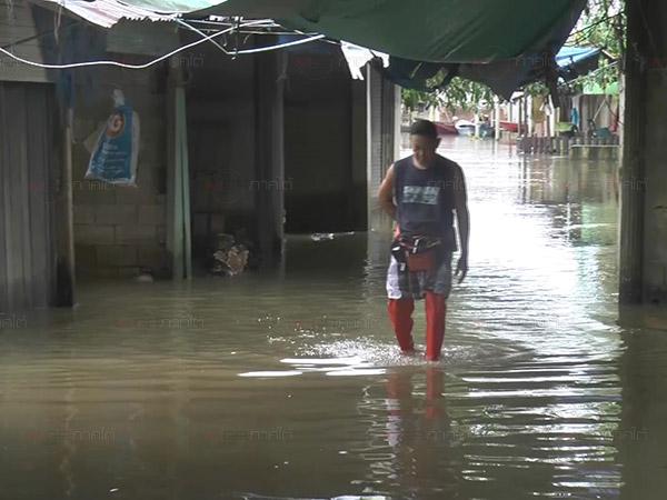 น้ำท่วมนราฯ กระทบตลาดนัดชายแดนตากใบปิดร้านร้าง งดซื้อขายสินค้าชั่วคราว