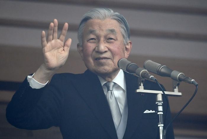 พสกนิกรญี่ปุ่นจำนวนมากกว่าทุกๆ ปี  เข้าเฝ้าจักรพรรดิอากิฮิโตะ ในงานวันเฉลิมฯหนสุดท้ายก่อนสละราชบัลลังก์ปีหน้า