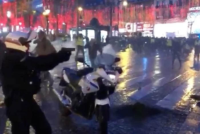 ทางการฝรั่งเศสเน้นประณาม 'เสื้อกั๊กเหลือง'ใช้ความรุนแรง  ขณะการชุมนุมสัปดาห์ที่ 6 มีคนเข้าร่วมน้อยลงอีก