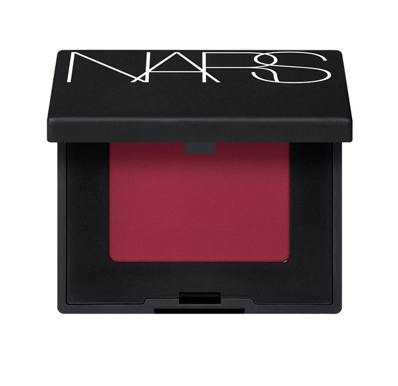 Single Eyeshadow สี Ishta เฉดสีสดสว่าง ราคา: 850 บาท จาก Nars