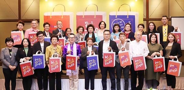 สมาคมผู้จัดพิมพ์และผู้จำหน่ายหนังสือแห่งประเทศไทย ร่วมกับกรมส่งเสริมวัฒนธรรม กระทรวงวัฒนธรรม กรมสรรพากร กระทรวงการคลัง หอสมุดแห่งชาติ หน่วยงานส่งเสริมการอ่าน และบรรดาสำนักพิมพ์ชั้นนำและร้านหนังสืออิสระ อาทิ ก็องดิด/ เคล็ดไทย ซีเอ็ดบุ๊คเซ็นเตอร์/ ดำรงค์ พิณคุณ/ นานมีบุ๊คส์/ บัณฑิตแนะแนว/ บ้านพระอาทิตย์/ บีทูเอส (B2S)/ เบเกอรี่บุ๊ค/ ประพันธ์สาสน์/ แปลน ฟอร์ คิดส์/ พาส เอ็ดดูเคชั่น/ มติชน/ ยิปซี/ ลายเส้น/ วิริยะธุรกิจ/ ศูนย์หนังสือจุฬาลงกรณ์มหาวิทยาลัย/ ศูนย์หนังสือมหาวิทยาลัยธรรมศาสตร์/ สกายบุ๊กส์/ ห้องเรียน/ อมรินทร์บุ๊คเซ็นเตอร์/ อุ๊คบี/ เอเซียบุ๊คส์ รวมพลังในงานแถลงข่าว ช้อปหนังสือช่วยชาตื เมื่อวันที่ 14 ธันวาคม 2561 กันอย่างคับคั่ง และต่างให้ความเห็นตรงกันว่า มาตรการครั้งนี้จะเป็นจุดเริ่มต้นของนโยบายจากภาครัฐที่จะสนับสนุนวงการหนังสือในระยะยาว ซึ่งจะเป็นการกระตุ้นให้วงการหนังสือกลับมาคึกคักขึ้นอีกด้วย