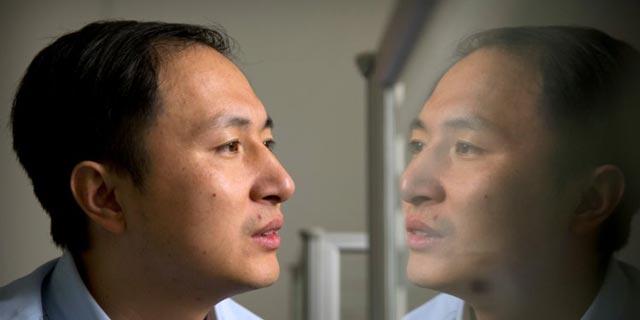 ศาสตราจารย์เหอ เจี้ยนขุย ทำให้โลกตะลึงงันในเดือนพฤศจิกายนเมื่อเขาอ้างว่าได้สร้างเด็กทารกตัดต่อพันธุกรรมครั้งแรกของโลก  (ภาพเอเจนซี)