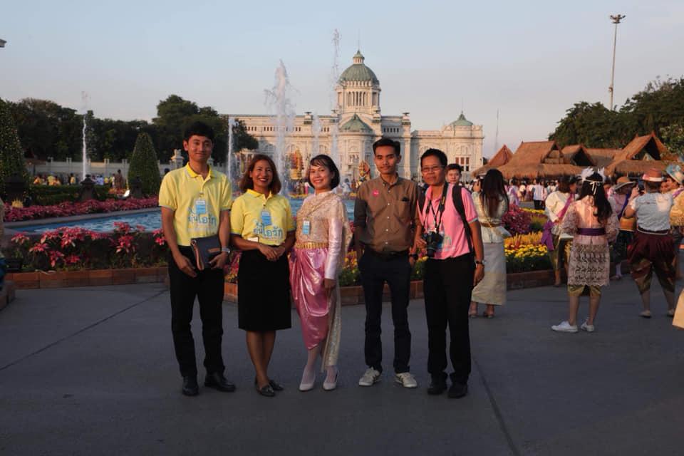 ปชช.แต่งชุดไทยมาชมงานอุ่นไอรัก คลายความหนาว อย่างต่อเนื่อง 17 วันมีผู้มาชมงาน กว่า 3.7 แสนคน