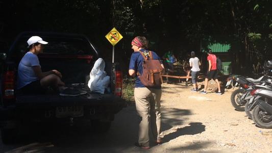 อุทยานดอยสุเทพติดป้ายห้าม-วางเหล็กกั้นรถวิบากบุกทางเดินศึกษาธรรมชาติผาลาด