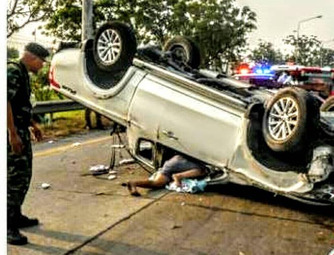 ช่างเชื่อมเหล็กคนญาติกลับบ้านฉลองปีใหม่ รถเสียหลักพลิกคว่ำล้อชี้ฟ้าเจ็บ 8