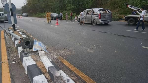 ระวัง!ฝนตกถนนลื่น ทล.11 แพร่รถหนาแน่นแหกโค้งพลิกคว่ำต่อเนื่อง