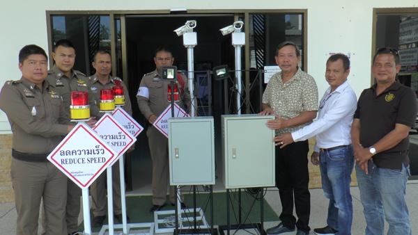 เอกชนเกาะสมุยมอบกล้อง CCTV ให้ตำรวจดูแลความปลอดภัยช่วงปีใหม่