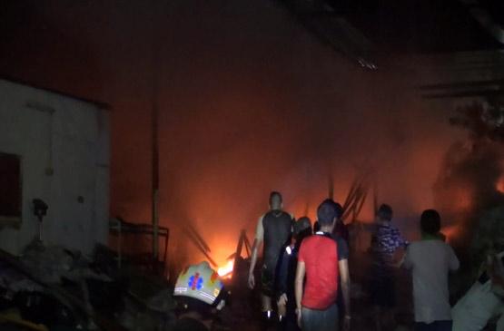 ไฟไหม้ร้านรับซื้อของเก่าย่านสำโรงวอด ลามติดบ้านข้างเคียงเสียหายอีก1 หลัง