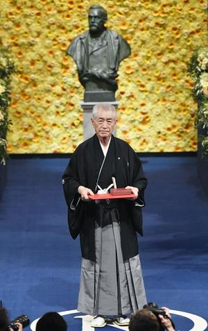 ศ.ทาซูกุ ฮนโจะ ได้รับรางวัลโนเบลจากการค้นพบวิธีการใหม่ในการรักษาโรคมะเร็ง