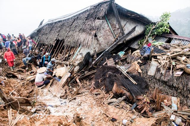 ดินถล่มในอินโดนีเซีย คร่าชีวิตผู้คนอย่างน้อย 9 ราย