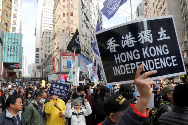 เพิ่งเริ่มต้นปี!!ชาวฮ่องกงหลายพันคนเดินขบวนเรียกร้องประชาธิปไตย