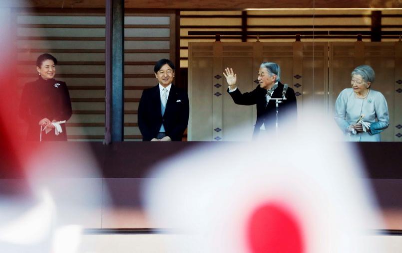 สมเด็จพระจักรพรรดิอากิฮิโตะแห่งญี่ปุ่นเสด็จฯ ออก ณ ระเบียงพระราชวังหลวง พร้อมด้วยสมเด็จพระจักรพรรดินีและพระบรมวงศานุวงศ์ในวันนี้ (2 ม.ค.) เพื่อพระราชทานพรปีใหม่ให้แก่ชาวญี่ปุ่นเป็นครั้งสุดท้ายก่อนสละราชสมบัติ